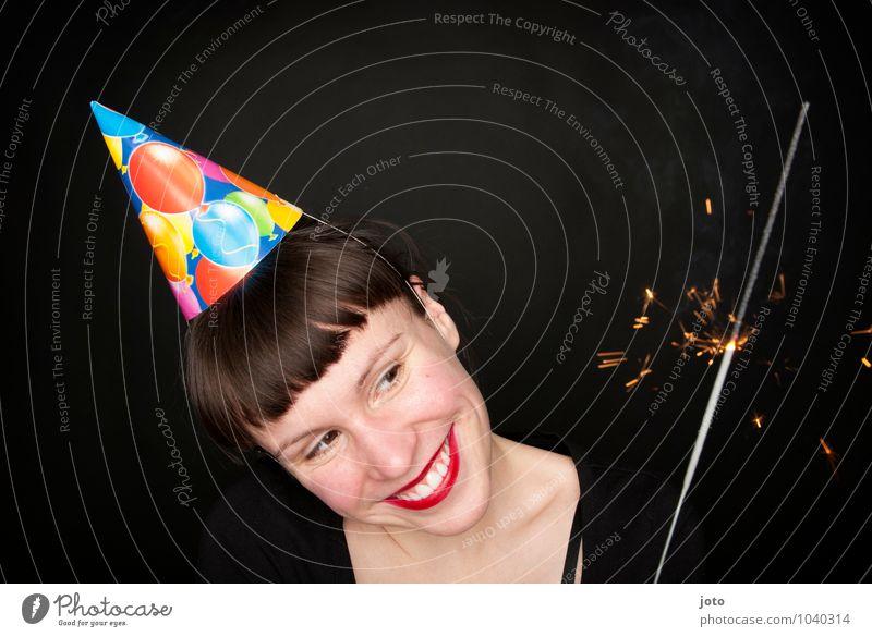 Happy Birthday Mensch Jugendliche Junge Frau Freude Beleuchtung Glück Feste & Feiern Party glänzend leuchten Geburtstag Fröhlichkeit Lächeln Lebensfreude