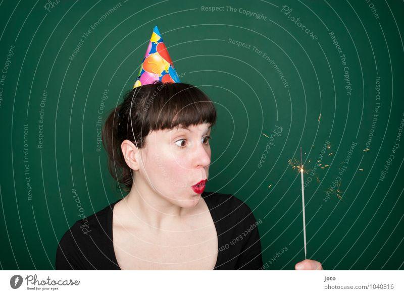 kerze zum wundern Mensch Jugendliche grün Junge Frau Einsamkeit Freude Leben Glück Feste & Feiern Party glänzend leuchten Geburtstag Lebensfreude
