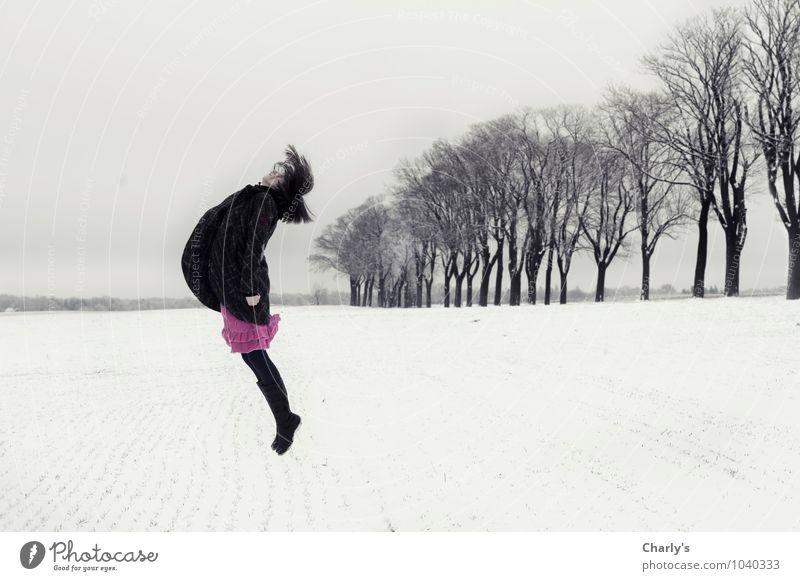 Glaube Mensch feminin Frau Erwachsene 1 30-45 Jahre Landschaft Winter Eis Frost Schnee Baum Feld Rock Mantel Stiefel brünett springen rosa schwarz weiß Farbfoto