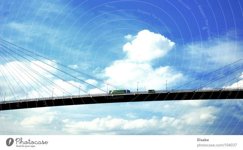 Himmelfahrt Wolken Lastwagen Autobahn Hängebrücke Fernfahrer Hafen fahren Spedition Handel Globalisierung Verkehr Luft wackelig Schwerkraft Sommer Brücke