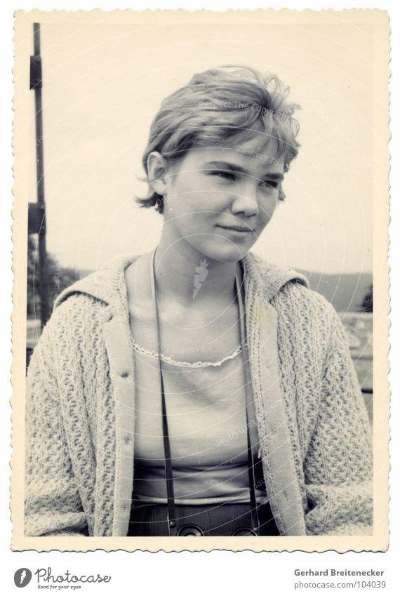 colors of 59 Frau weiß schwarz Traurigkeit Denken blond Trauer retro Nostalgie früher Fünfziger Jahre