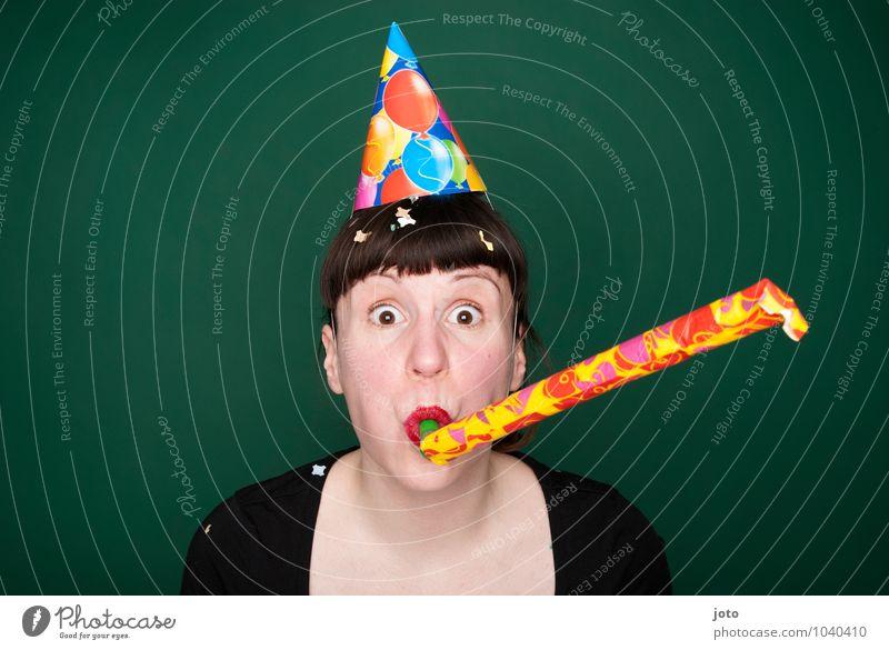 törööö Mensch Jugendliche grün Junge Frau Freude Glück Feste & Feiern Party Geburtstag frei Fröhlichkeit verrückt Lebensfreude Silvester u. Neujahr Überraschung Hut