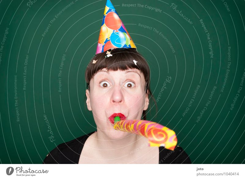 törööö II Mensch Jugendliche grün Junge Frau Freude lustig Glück Feste & Feiern Party Geburtstag frei Fröhlichkeit verrückt Lebensfreude Überraschung Silvester u. Neujahr