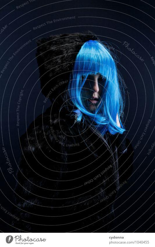 Blue Stil exotisch Mensch Frau Erwachsene Leben Pelzmantel Haare & Frisuren langhaarig Pony Stress bizarr einzigartig Gefühle geheimnisvoll Identität ruhig