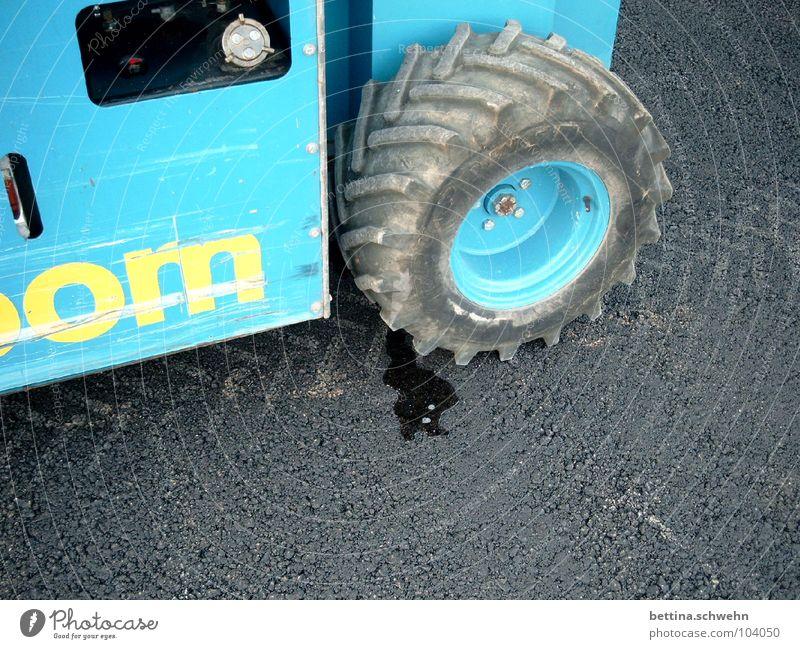 Baggern x Lecken Wasser blau Straße Industrie Spuren verlieren auslaufen