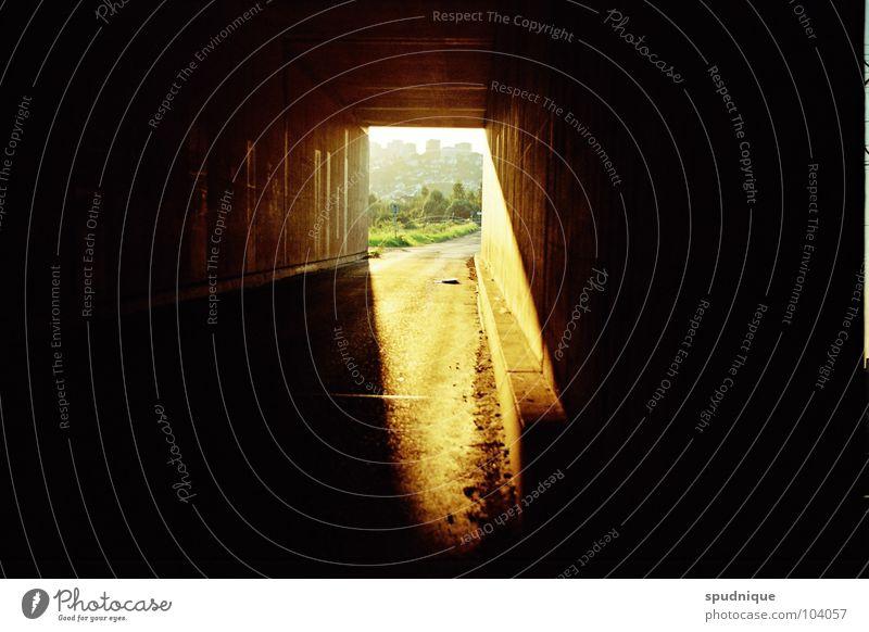 Licht werden. schön Sonne Sommer dunkel Wärme Beleuchtung Hoffnung Tunnel