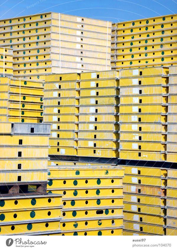 BlauGelb=Eintracht gelb graphisch Paletten Beton aufräumen Material Gewerbegebiet Hausbau Arbeit & Erwerbstätigkeit Hochbau abstützen Sturz Bauarbeiter Handwerk