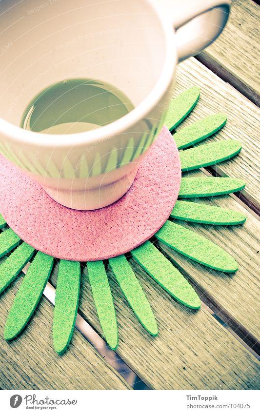 Leicht untersetzt Tasse Café Kaffeetasse Tisch Untersetzer Tragegriff Orangensaft Holztisch trinken genießen Sommer ausgebleicht Balkon Filz rosa grün