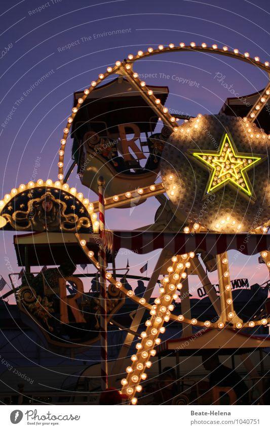 Spieltrieb | lässt sich hier super ausleben Freude Glück Freizeit & Hobby Jahrmarkt Veranstaltung drehen Fitness fliegen schaukeln außergewöhnlich fantastisch