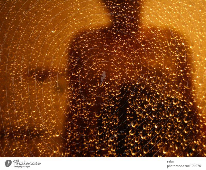 sommernachtsregen Fenster gelb Spiegel Reflexion & Spiegelung Wohnung privat Stimmung nass Physik Sommer Nacht Wohnzimmer Farbe Wasser Wassertropfen Regen