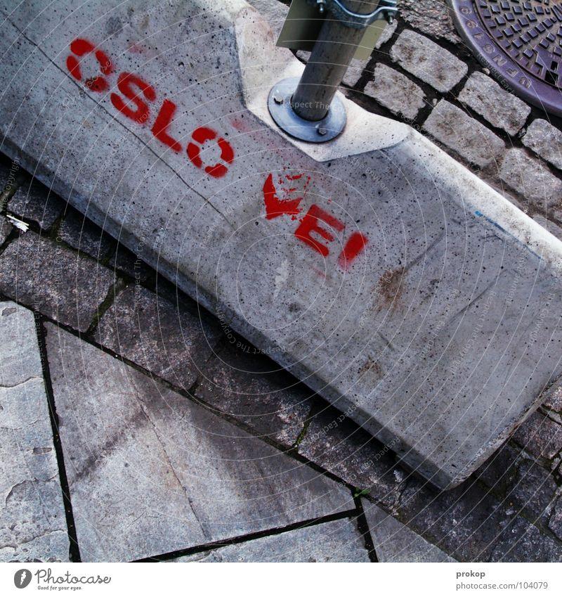 Standortbestimmung Oslo Baustelle Beton Asphalt Gully Mischung durcheinander unordentlich hart Text Buchstaben Norwegen Norweger Skandinavien Wahrzeichen