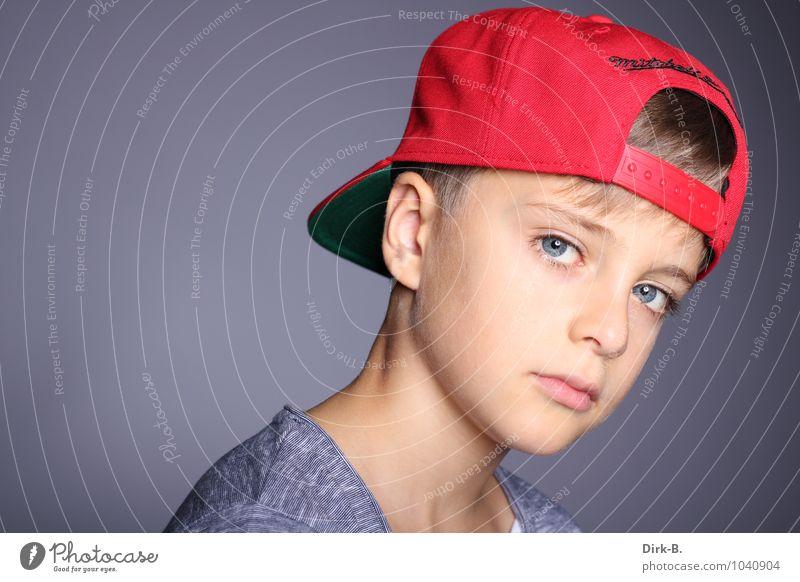 Cooler Blick Mensch maskulin Junge Kindheit Kopf Hals Schulter 1 8-13 Jahre modern sportlich Coolness Farbfoto Studioaufnahme Textfreiraum links
