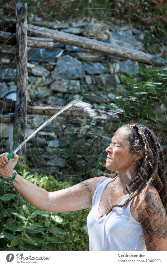Abkühlung Mensch Ferien & Urlaub & Reisen Jugendliche Wasser Sommer Junge Frau Freude Leben feminin natürlich Garten Lifestyle Freizeit & Hobby frisch nass
