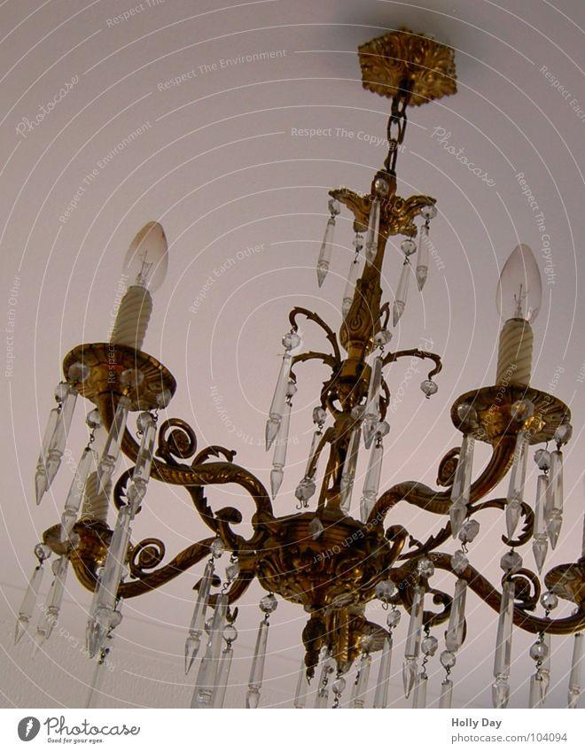 Nr. 50 :-) Kronleuchter Lampe Haken Deckenlampe Licht Jubiläum Wohnzimmer Möbel Kristallstrukturen Detailaufnahme Neigung