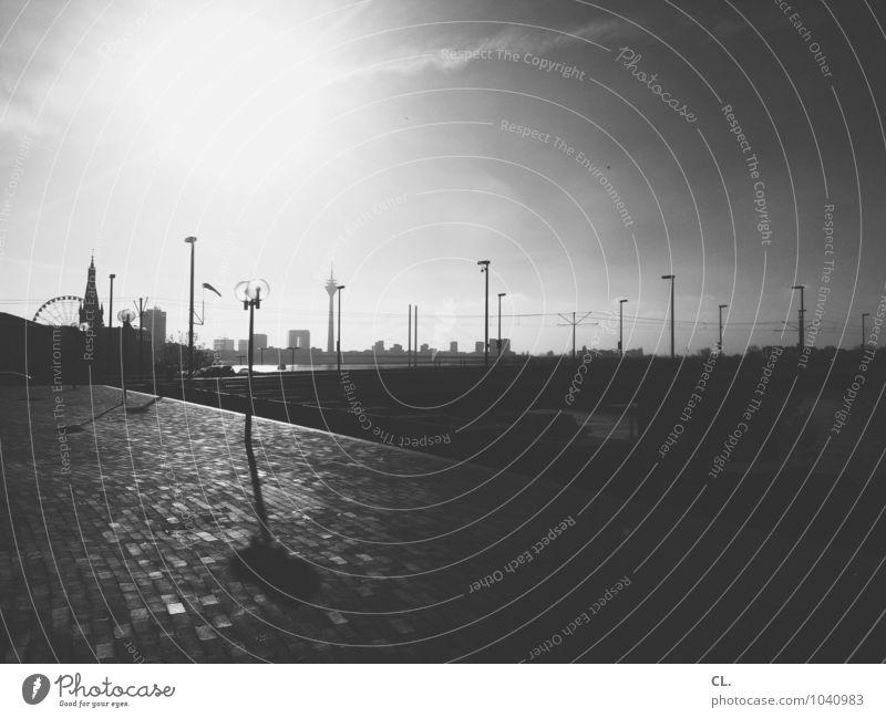D Ferien & Urlaub & Reisen Städtereise Umwelt Himmel Wetter Schönes Wetter Rhein Düsseldorf Stadt Skyline Menschenleer Sehenswürdigkeit Rheinturm Riesenrad