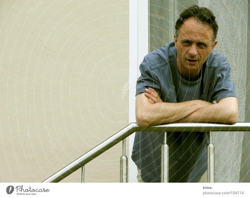 """Some call it """"Lieblingsbeschäftigung"""" Mann Haus Metall Haut Erwachsene maskulin Treppe Vertrauen Denkmal Hemd Wahrzeichen Treppengeländer Qualität anlehnen Gelenk skeptisch"""