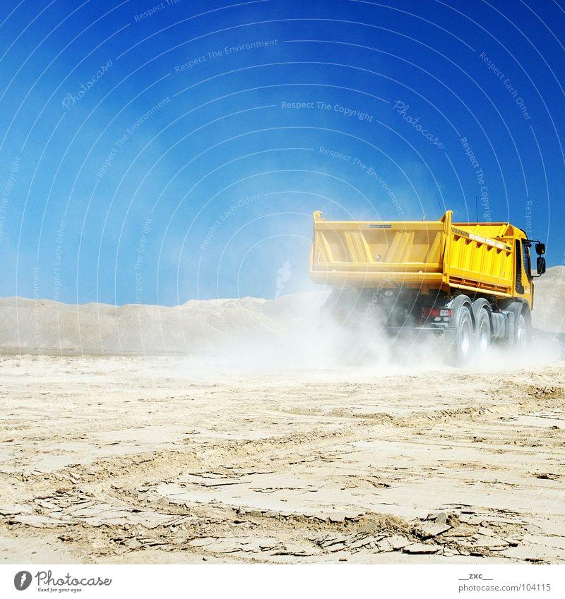 auto_01 Lastwagen Industriefotografie gelb Verkehr Güterverkehr & Logistik Himmel fast blue hight contrast bauen