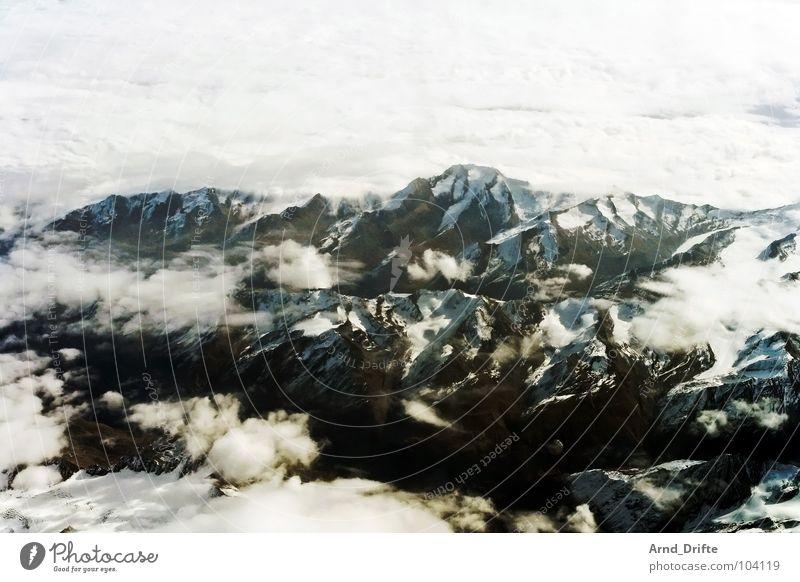 Alpen Himmel Winter Ferien & Urlaub & Reisen Wolken Schnee Berge u. Gebirge Stein Landschaft Eis Flugzeug fliegen Felsen Luftverkehr Schweiz Gletscher