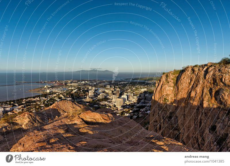 Townsville Ferien & Urlaub & Reisen Tourismus Ausflug Ferne Sightseeing Städtereise Sommer Sommerurlaub Berge u. Gebirge Gipfel Küste Australien Stadt
