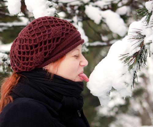 Eif? Mensch Jugendliche Junge Frau Freude 18-30 Jahre Winter Erwachsene Schnee feminin träumen Eis Fröhlichkeit Mund niedlich berühren Abenteuer
