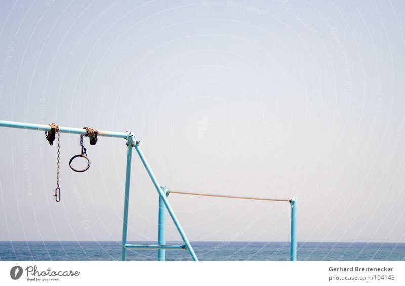 turn off Himmel blau Wasser Meer Sommer Einsamkeit Leben Spielen See Freizeit & Hobby Aktion leer Kreis trist Schönes Wetter Rost