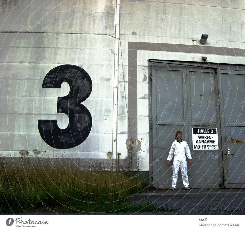 [b/w] versuchsobjekte in halle 3 Mensch Natur blau weiß Pflanze Haus Farbe Wand Mauer Lampe Tür Schilder & Markierungen 3 gefährlich Schriftzeichen Sicherheit