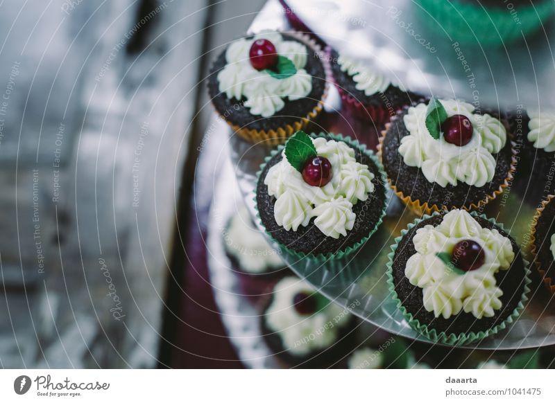 Muffins Lebensmittel Kuchen Dessert Süßwaren Schokolade Cupcake Sahne Beeren Ernährung Essen Teller Lifestyle elegant Stil Freude Freizeit & Hobby Abenteuer