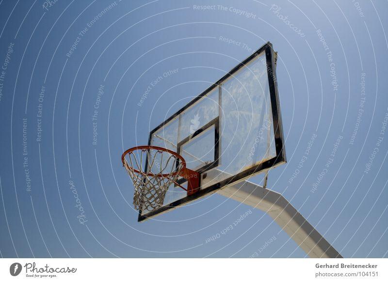 dunkstelle Himmel blau Sport Spielen Ball Netz Schönes Wetter Korb Basketball Ballsport