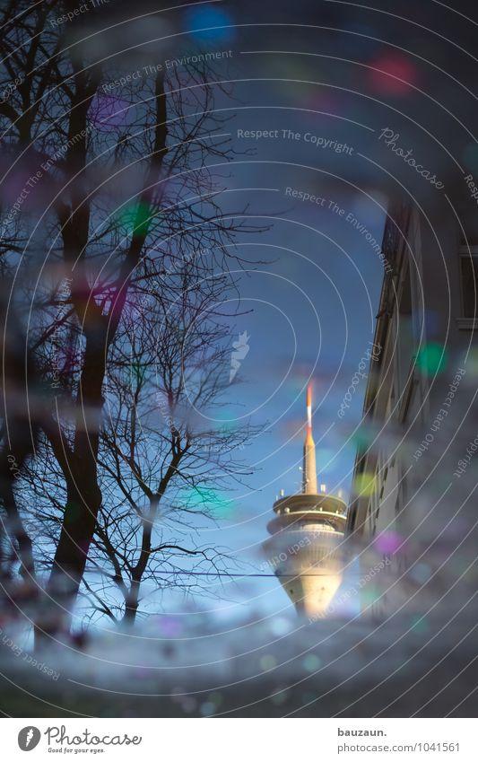 helau. Stadt Pflanze Wasser Sonne Baum Freude Straße Architektur Wege & Pfade Gebäude Lifestyle Feste & Feiern Regen Kultur Schönes Wetter Turm