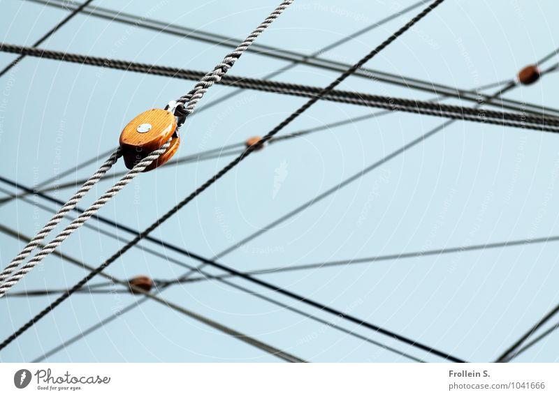 Gewirr Himmel blau grau Linie braun ästhetisch Seil Netzwerk Schifffahrt Segelboot Takelage Seilrolle