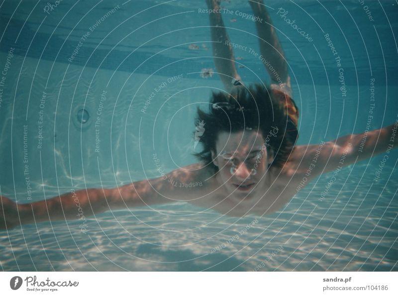 Wassermann III Wasser blau Sport Spielen Luft Schwimmbad tauchen blasen Leiter atmen Luftblase Unterwasseraufnahme hell-blau