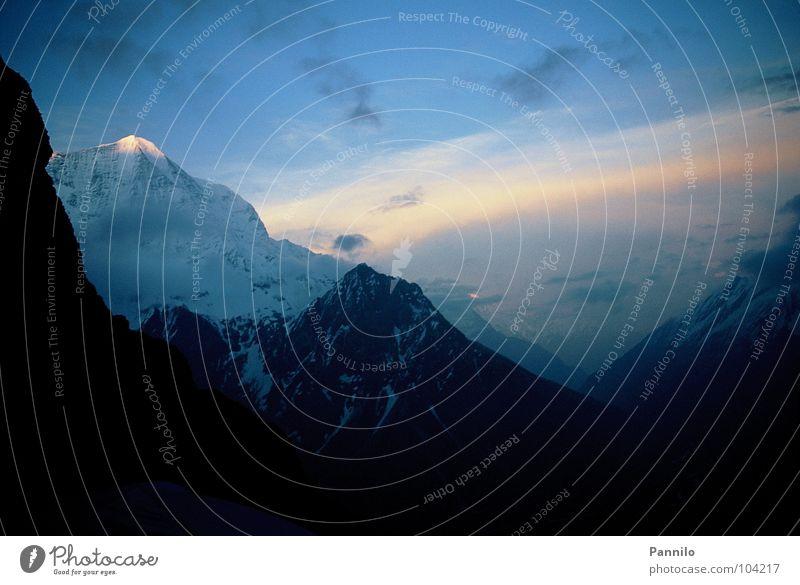 Die Ruhe vor dem Sturm Sonnenaufgang Morgen ruhig Alaska schön Lawine Wolken Berge u. Gebirge Schnee Himmel
