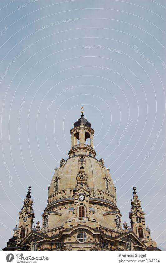 Frauenkirche... mal wieder Himmel grau Religion & Glaube Rücken Dresden historisch Zerstörung Sachsen Altstadt Kuppeldach Gotteshäuser Erneuerung Sandstein