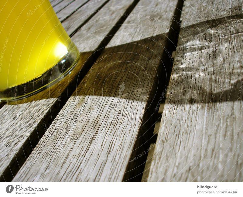 Bauernfrühstück - flüssig alt Sonne Sommer gelb dunkel Holz Glas Wetter Tisch Getränk trinken Gastronomie Bier Restaurant verfallen Flüssigkeit