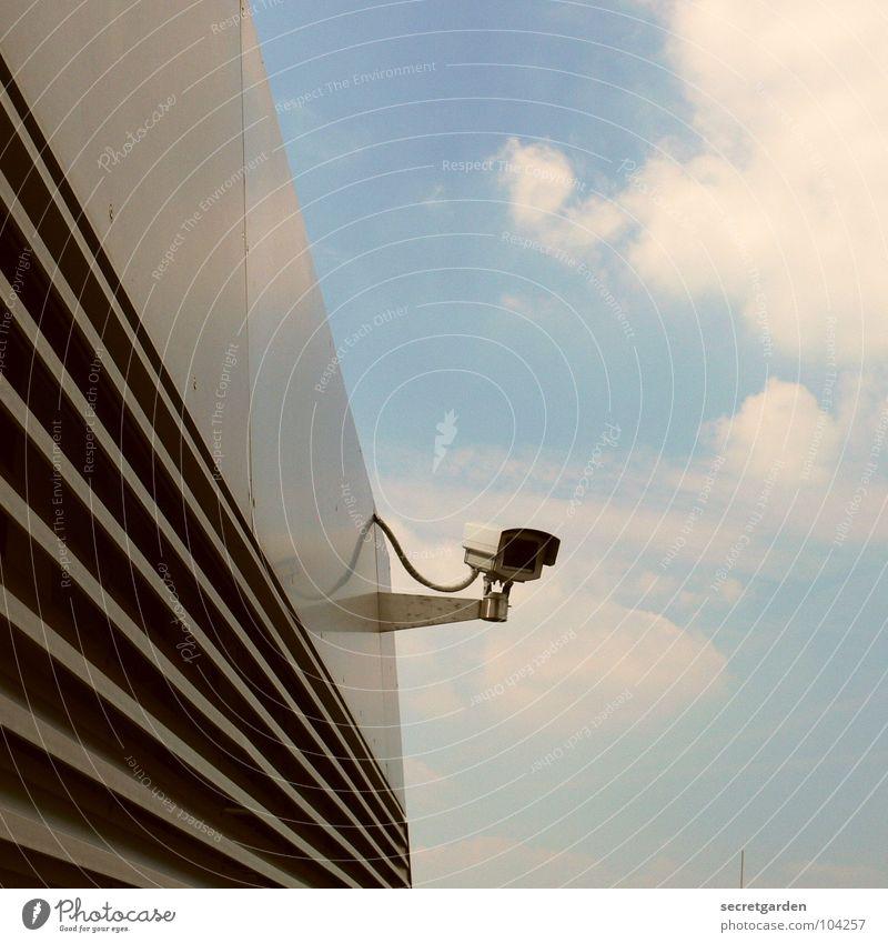 big brother is watching you... Himmel Sommer Wolken Architektur Gebäude Raum modern Technik & Technologie beobachten Ecke Schutz Fotokamera