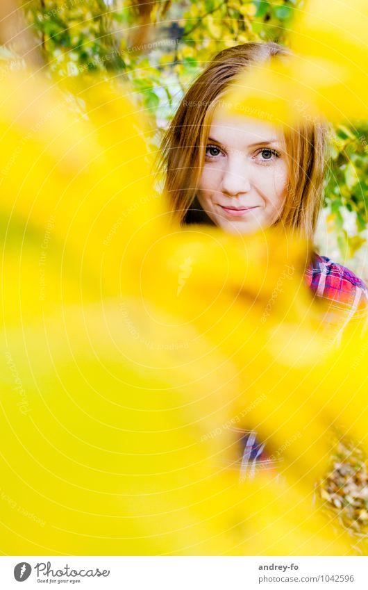 Herbstliches Porträt Mensch Frau Kind Jugendliche schön Farbe Junge Frau Mädchen 18-30 Jahre gelb Erwachsene feminin Kopf 13-18 Jahre Lächeln Bildung