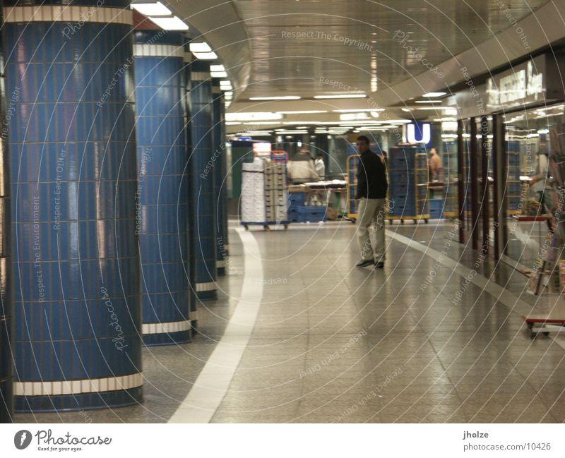some at Frankfurt am Main fließen U-Bahn Stil