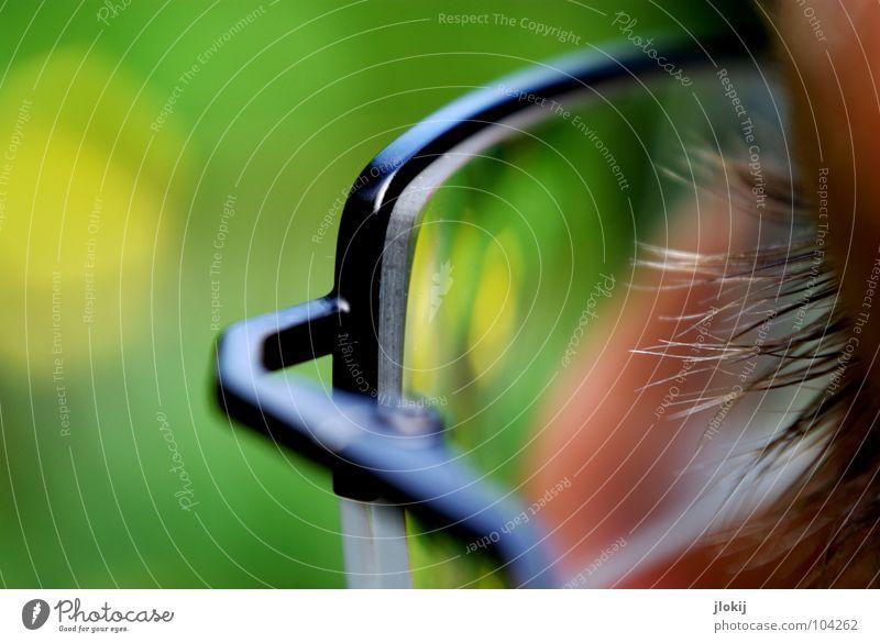 Lichtblick Brille Blick durchsichtig Wimpern grün Schraube schwarz Glas Bruch Kleiderbügel Erfindung gelb Makroaufnahme Nahaufnahme Handwerk Dioptrin