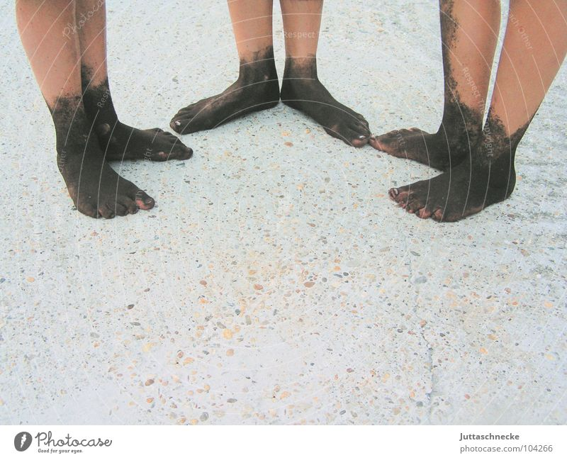 Trio Infernal Freude Spielen Fuß dreckig 3 Erde Kommunizieren Freizeit & Hobby Sauberkeit Kindheit Schlamm Kinderfuß matschig schlammig