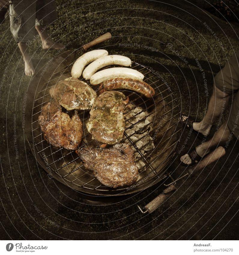 grillen Mann Garten Ernährung Kochen & Garen & Backen heiß Gastronomie lecker Grillen Rost Fett Fleisch Wurstwaren Bratwurst Steak Kohle