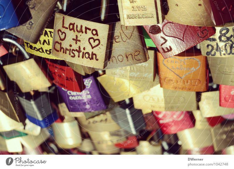 Love Ferien & Urlaub & Reisen Freude Liebe Glück Kunst Zusammensein Dekoration & Verzierung Schilder & Markierungen Verkehr Hinweisschild Schönes Wetter Brücke
