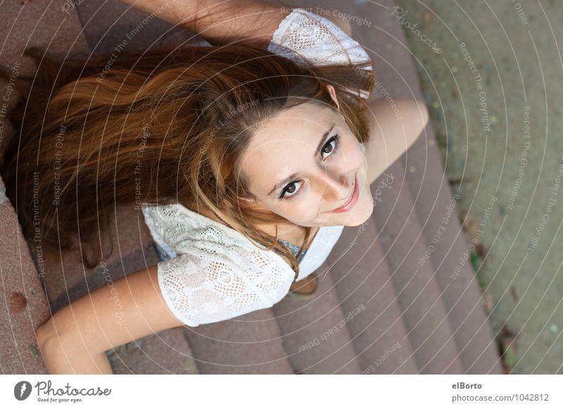 Sieh nach oben elegant Stil schön Mensch feminin Junge Frau Jugendliche Erwachsene Gesicht 1 18-30 Jahre brünett langhaarig genießen Fröhlichkeit Gesundheit
