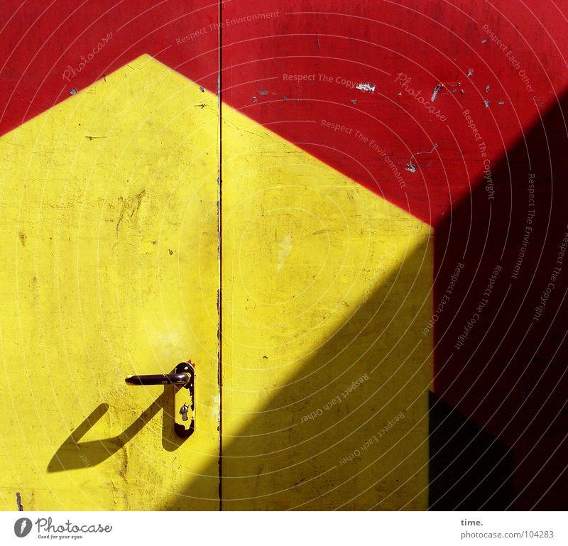Supermarkt Backstage rot gelb Farbe Wärme Metall Tür geschlossen Industrie Dekoration & Verzierung Physik Burg oder Schloss Tor Dienstleistungsgewerbe Handwerk diagonal Griff