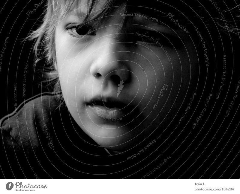 Leon Kind 7 Chinesisch Porträt blond Konzentration schön weich klug ernst Freizeit & Hobby Junge 7 Jahre lernen Haare & Frisuren Gesicht kug sanft