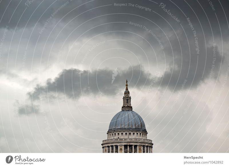 St Paul's Himmel Wolken Gewitterwolken schlechtes Wetter London Hauptstadt Stadtzentrum Skyline Dom Gebäude Architektur Sehenswürdigkeit Wahrzeichen