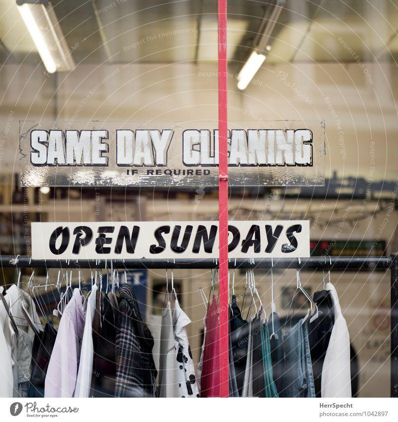 Same Day Cleaning Arbeitsplatz Dienstleistungsgewerbe London Stadt Haus Fenster Bekleidung T-Shirt Hemd Rock Hose Glas Schriftzeichen Schilder & Markierungen
