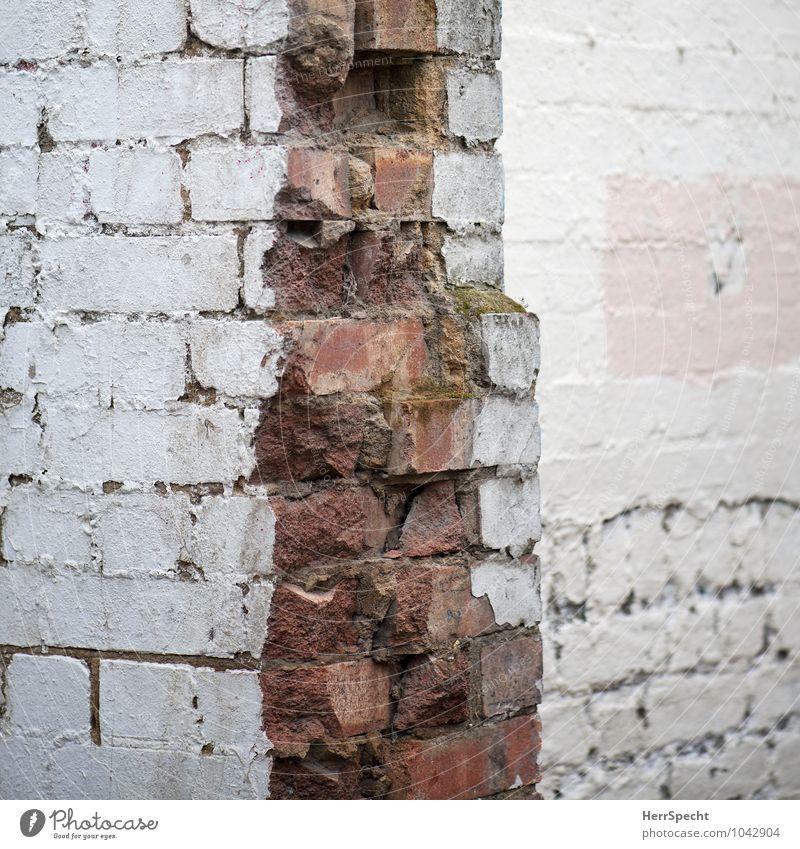 Steinbruch London Haus Bauwerk Gebäude Mauer Wand alt kaputt rosa rot weiß Demontage Ruine Backstein Backsteinwand Ecke Mauerreste Bruchstück Bruchstein