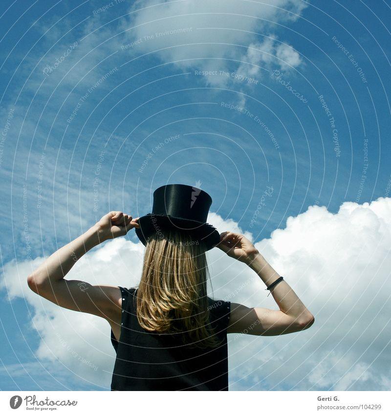 magic hat Mensch Mann Jugendliche blau Wolken schwarz Gefühle blond Arme fantastisch Hemd Hut drehen verstecken mystisch Ente