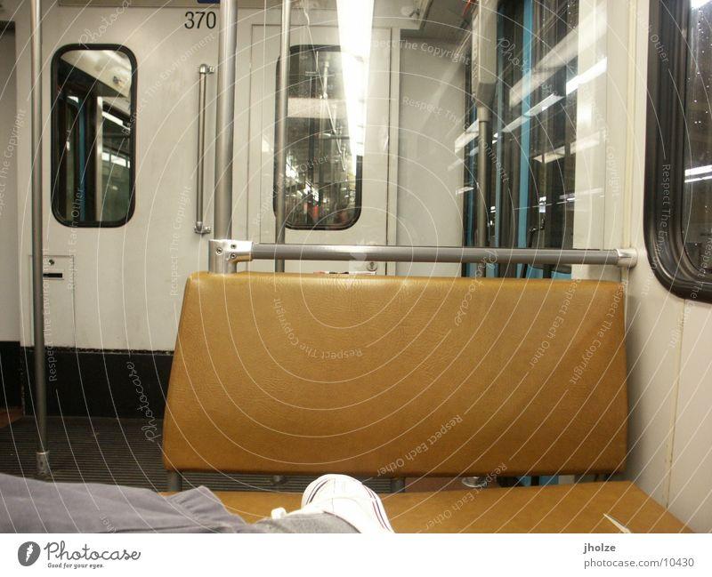 frankfurt 4 Frankfurt am Main U-Bahn Abend Schuhe