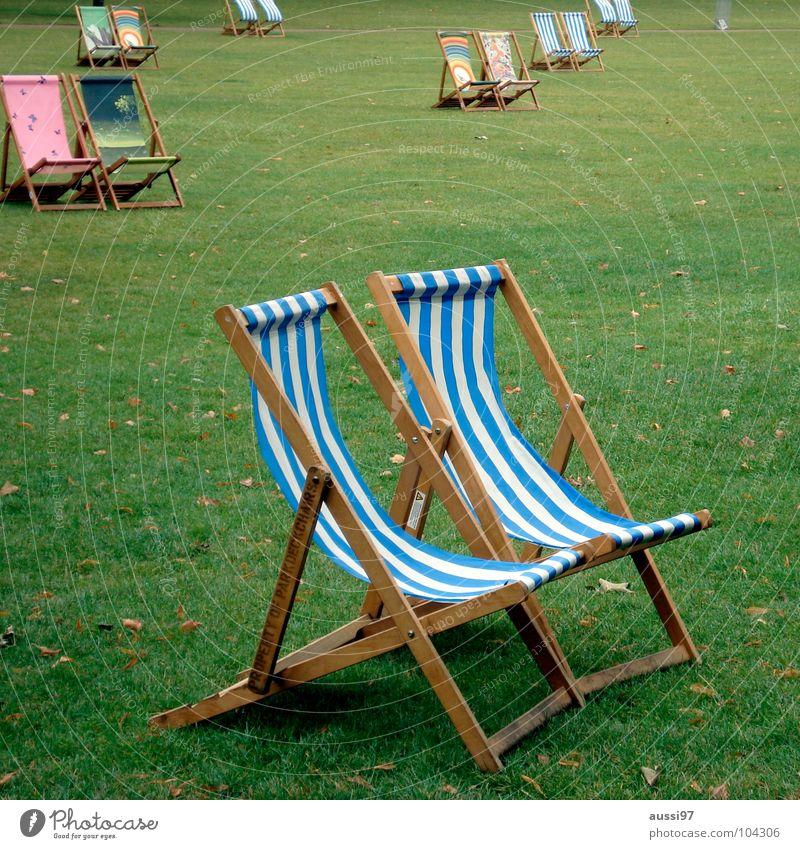 Wenn jetzt Sommer wär' Ferien & Urlaub & Reisen Erholung Park schlafen Möbel Langeweile Sitzgelegenheit Liegestuhl Stuhl Campingstuhl